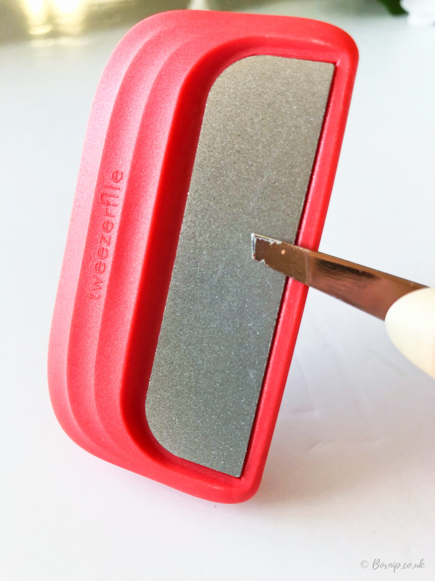 Tweezerfile - sharpener for tweezers