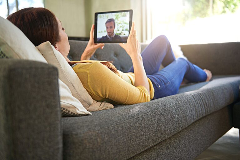 The Many Keys to Making Long-Distance Relationships Work in 2021